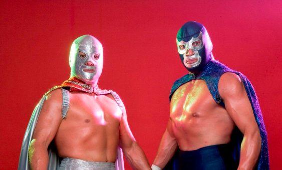 """MD23. MADRID, 24/11/08.- El Hijo del Santo (d) y Blue Demon Jr. (i), son dos de los luchadores que el próximo sábado y domingo se subirán al cuadrilátero instalado en el Circo Price de Madrid para hacer una demostración de """"El mítico mundo de los enmascarados mexicanos"""". La lucha libre forma parte de la cultura y del día a día de México, los luchadores son verdaderos héroes nacionales e iconos de la imaginaría popular, nombres como los de El Hijo del Santo y Blue Demon Jr. están muy presentes en la sociedad mexicana y este fin de semana llegan a Madrid para mostrar su arte. EFE/Actúa Comunicación ***SOLO USO EDITORIAL***"""